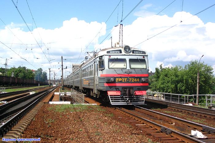 ЭР2Т-7244 сообщением Днепропетровск - Харьков на подходе к вокзалу станции Харьков-Пассажирский.