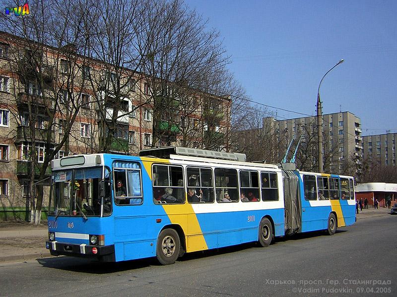 """ЮМЗ-Т1 #2010 63-го маршрута на проспекте Героев Сталинграда отправился от остановки  """"Троллейбусное депо 2 """" ."""